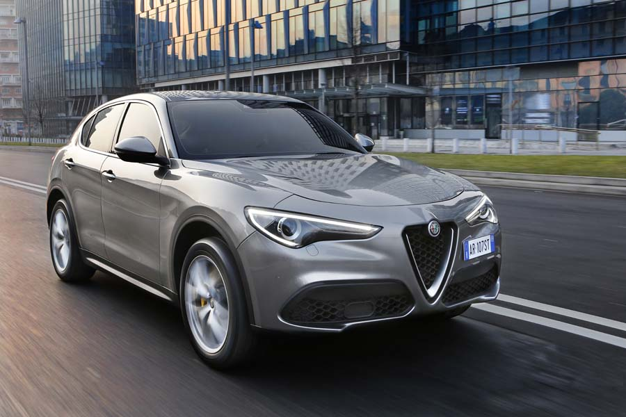 Car Reviews | Alfa Romeo Stelvio 2.0 Petrol Q4 | CompleteCar.ie