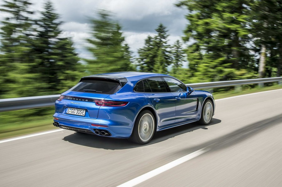 Car Reviews | Porsche Panamera 4 E-Hybrid Sport Turismo | CompleteCar.ie