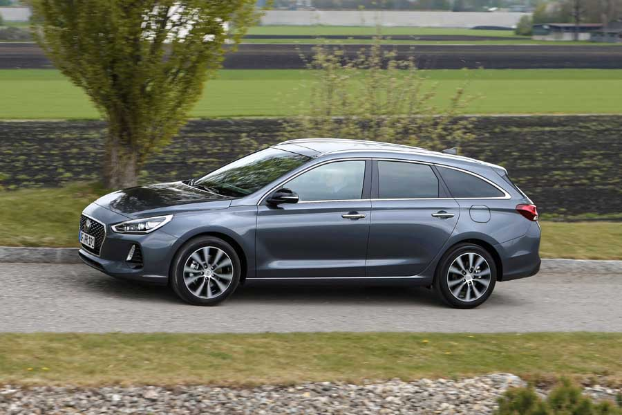 Car Reviews | Hyundai i30 1.6 diesel Tourer | CompleteCar.ie