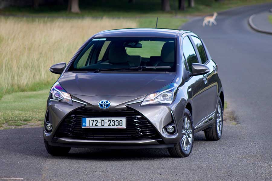 toyota yaris hybrid reviews complete car. Black Bedroom Furniture Sets. Home Design Ideas