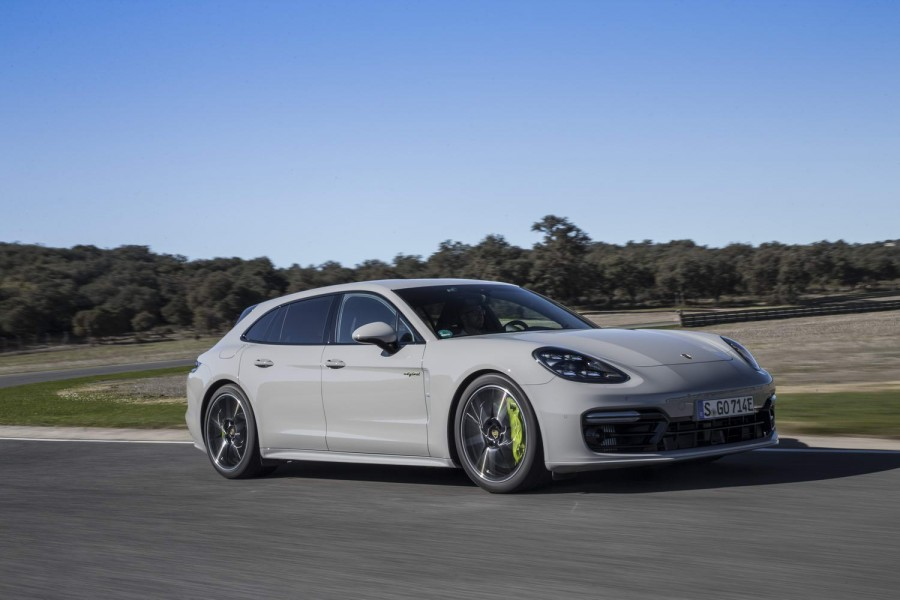 Car Reviews | Porsche Panamera Turbo S E-Hybrid Sport Turismo | CompleteCar.ie