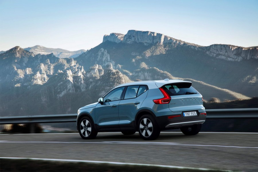 Car Reviews | Volvo XC40 D4 AWD | CompleteCar.ie