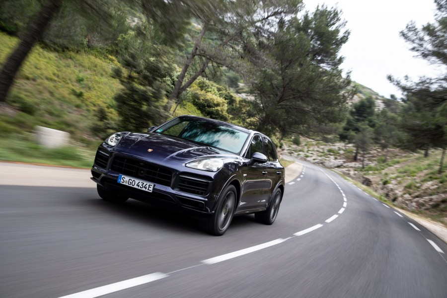 Car Reviews | Porsche Cayenne E-Hybrid | CompleteCar.ie