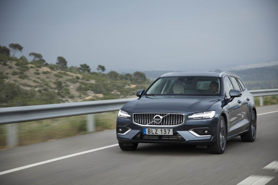 Car Reviews | Volvo V60 T6 petrol | CompleteCar.ie