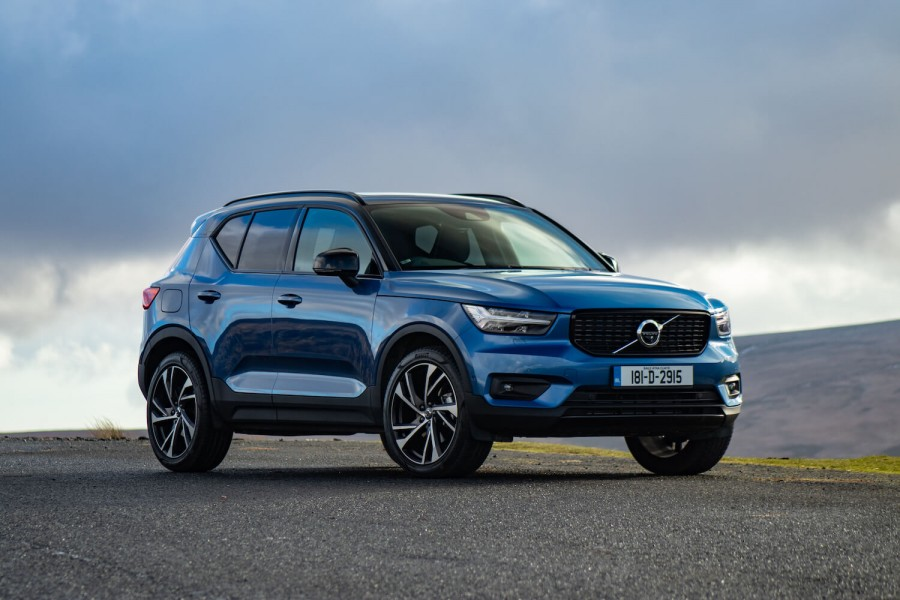 Car Reviews | Volvo XC40 D4 AWD R-Design | CompleteCar.ie