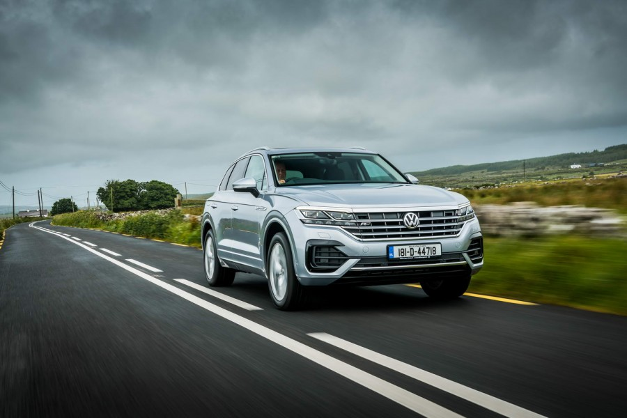 Car Reviews | Volkswagen Touareg 3.0 TDI diesel | CompleteCar.ie