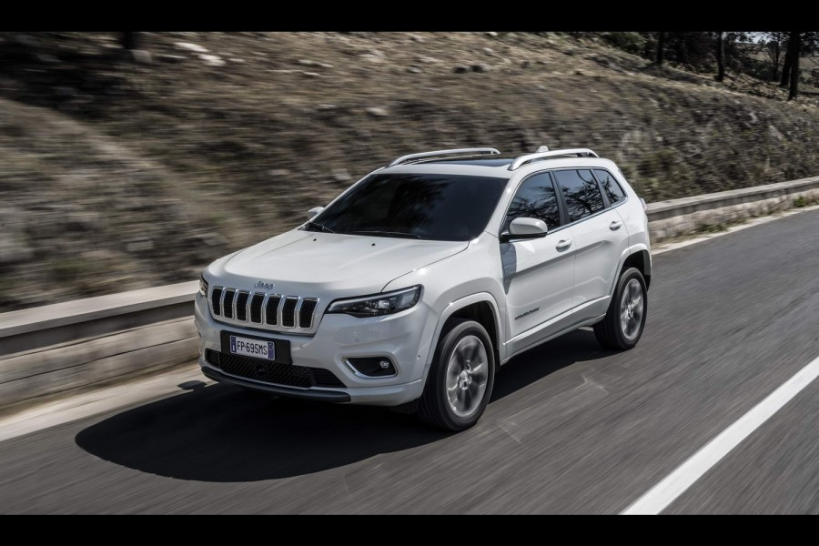 Car Reviews | Jeep Cherokee 2.2 AWD diesel | CompleteCar.ie