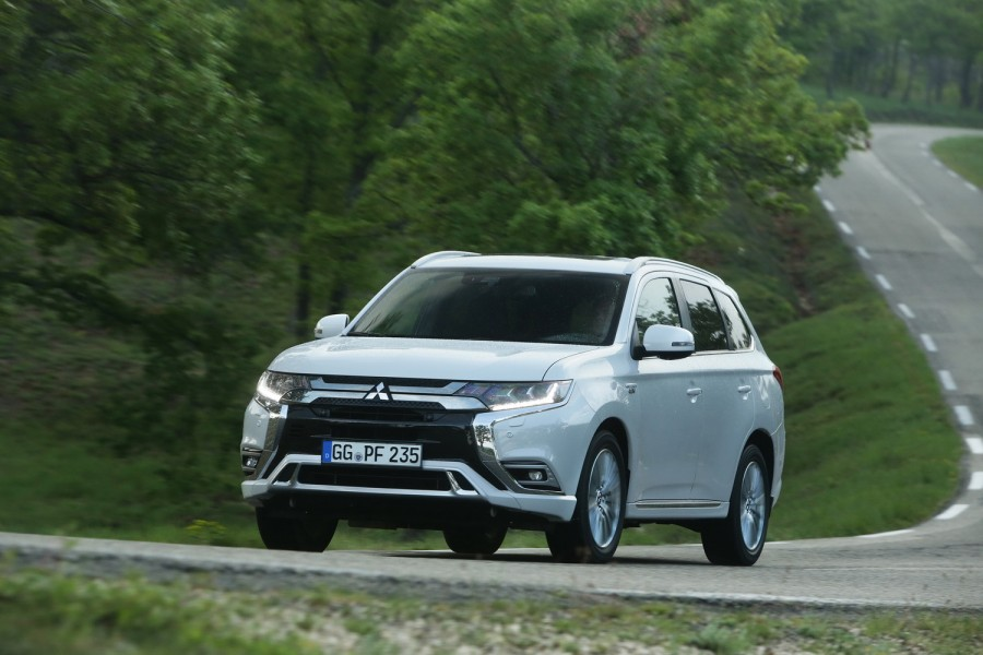 Car Reviews | Mitsubishi Outlander PHEV | CompleteCar.ie