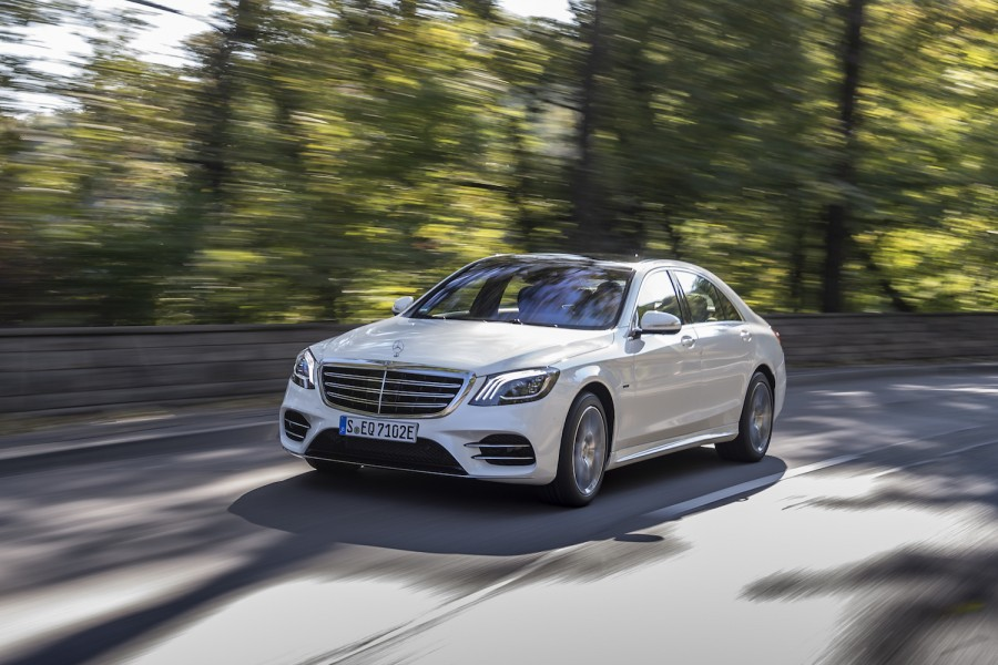 Car Reviews | Mercedes-Benz S 560 e hybrid (2019) | CompleteCar.ie