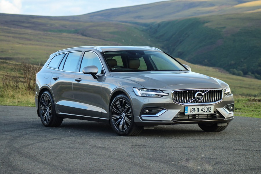 Car Reviews | Volvo V60 D4 | CompleteCar.ie