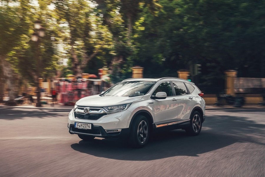 Car Reviews | Honda CR-V Hybrid (2019) | CompleteCar.ie