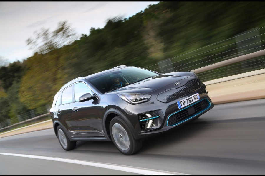 Car Reviews | Kia e-Niro 64kWh (2019) | CompleteCar.ie