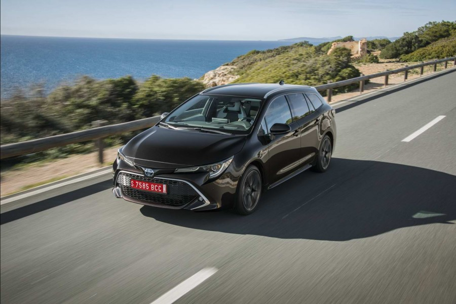 Car Reviews | Toyota Corolla 1.8 Hybrid Touring Sports estate (2019) | CompleteCar.ie