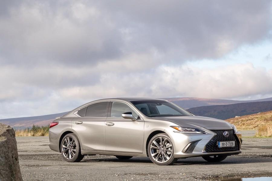 Car Reviews | Lexus ES 300h F Sport (2019) | CompleteCar.ie
