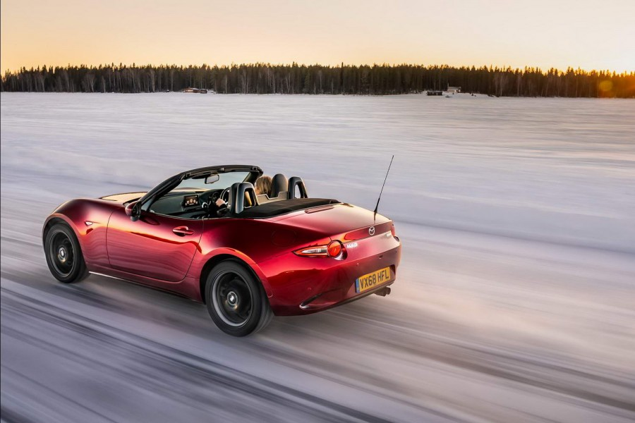 Car Reviews | Mazda MX-5 2.0 | CompleteCar.ie