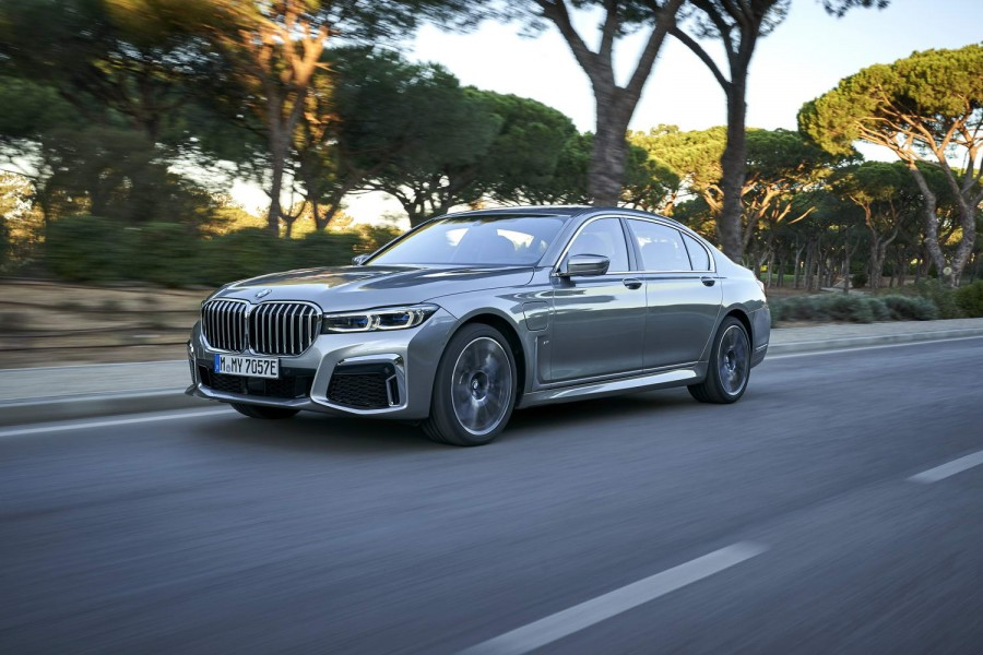 Car Reviews | BMW 745Le xDrive hybrid (2019) | CompleteCar.ie