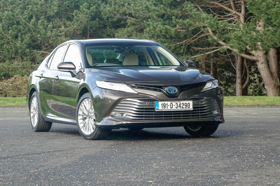 Car Reviews | Toyota Camry Hybrid (2019) | CompleteCar.ie