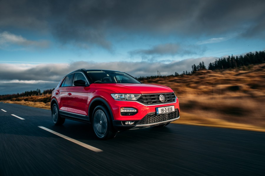 Car Reviews | Volkswagen T-Roc 1.6 TDI diesel (2019) | CompleteCar.ie