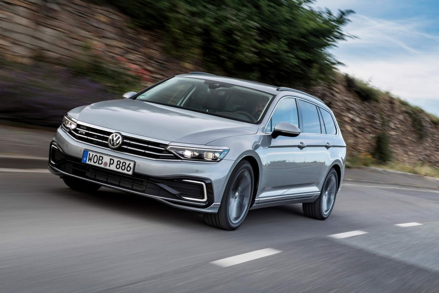 Car Reviews | Volkswagen Passat GTE Estate (2020) | CompleteCar.ie