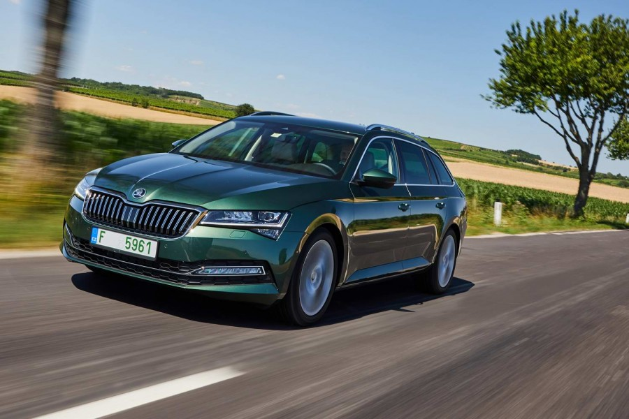 Car Reviews | Skoda Superb 2.0 TDI Evo Combi (2020) | CompleteCar.ie