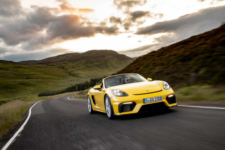 Car Reviews | Porsche 718 Spyder (2020) | CompleteCar.ie