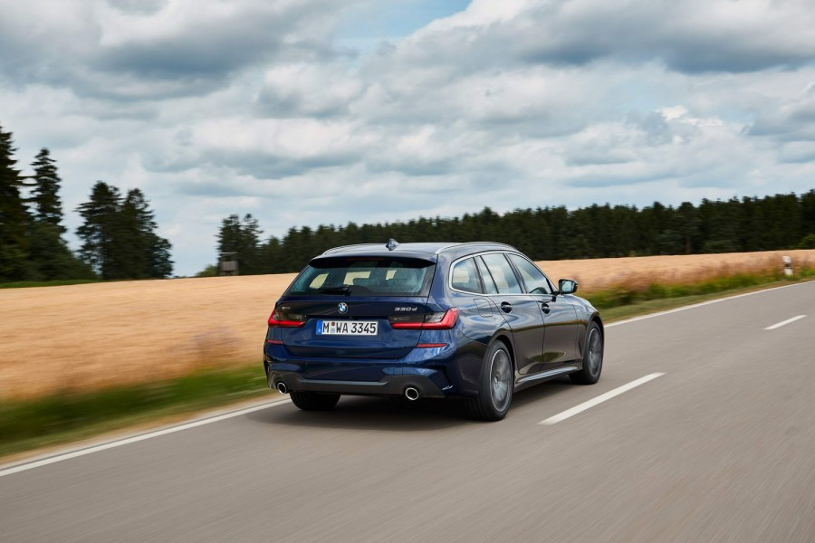Car Reviews | BMW 330d xDrive Touring | CompleteCar.ie