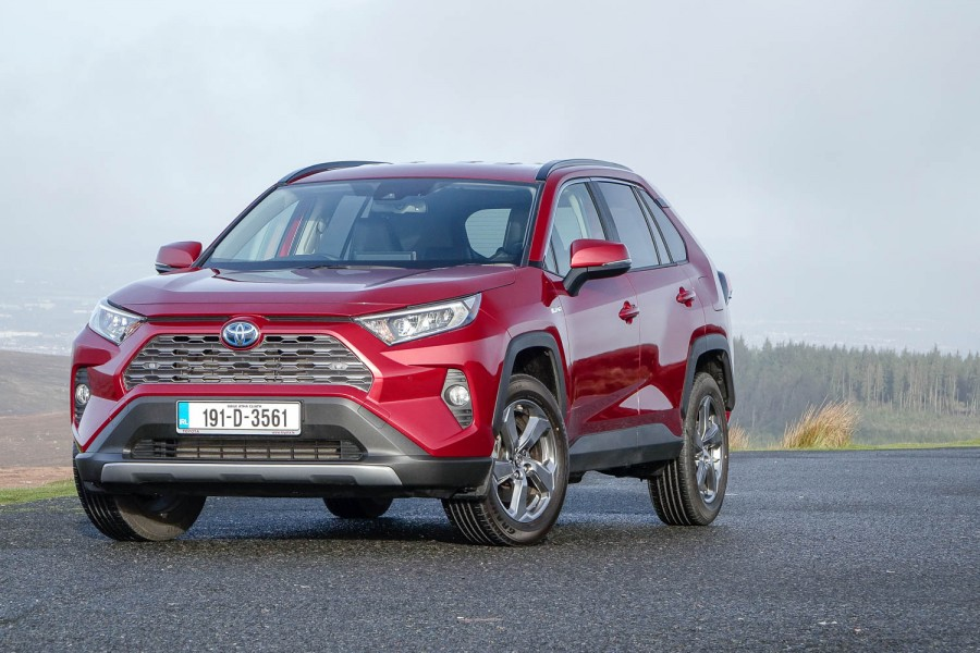 Car Reviews | Toyota RAV4 Hybrid 2WD (2019) | CompleteCar.ie
