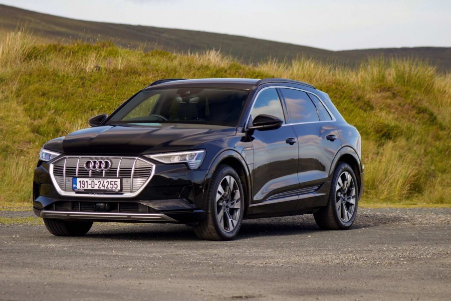 Car Reviews | Audi e-tron 55 quattro SUV (2019) | CompleteCar.ie