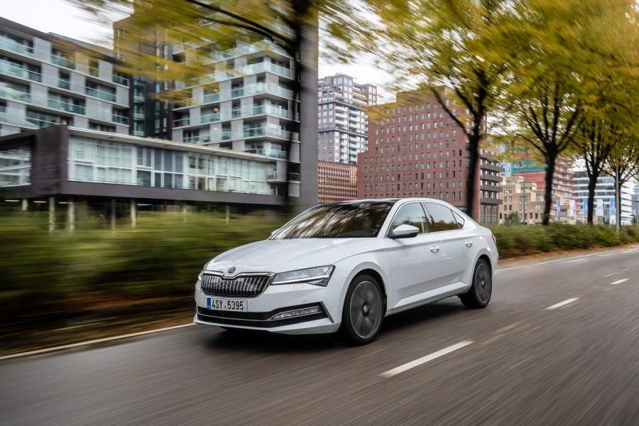 Car Reviews | Skoda Superb iV hybrid (2020) | CompleteCar.ie