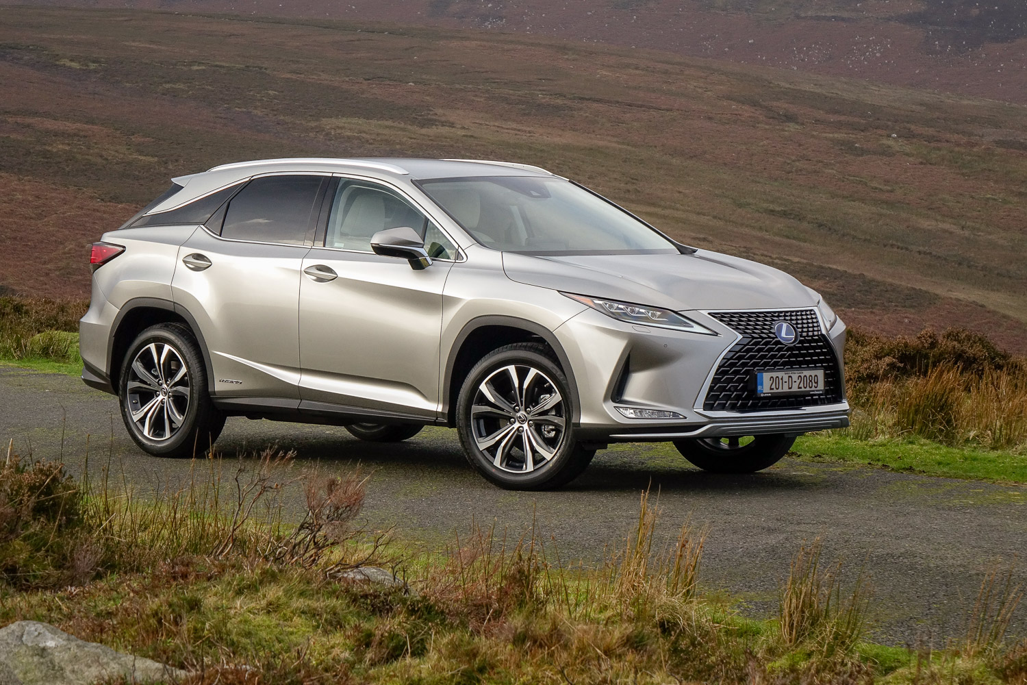 Car Reviews | Lexus RX 450h (2020) | CompleteCar.ie