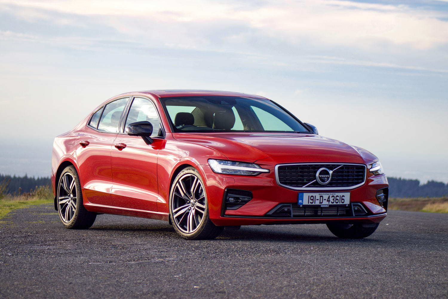 Car Reviews | Volvo S60 T5 R-Design (2019) | CompleteCar.ie