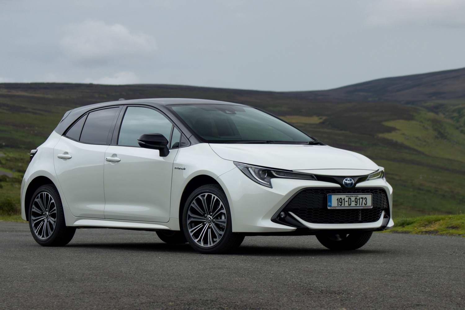 Car Reviews | Toyota Corolla 1.8 Hybrid Hatchback (2019) | CompleteCar.ie