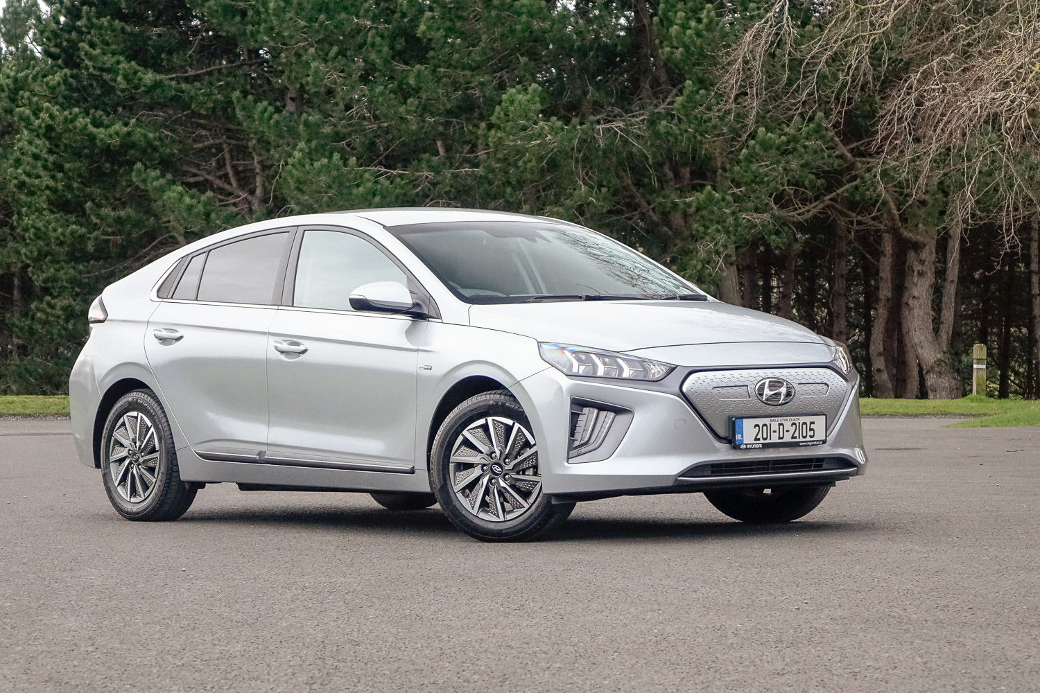 Car Reviews | Hyundai Ioniq Electric (2020) | CompleteCar.ie