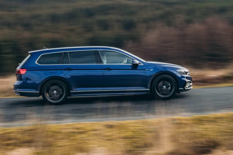 Car Reviews | Volkswagen Passat 2.0 TDI R-Line Estate (2020) | CompleteCar.ie