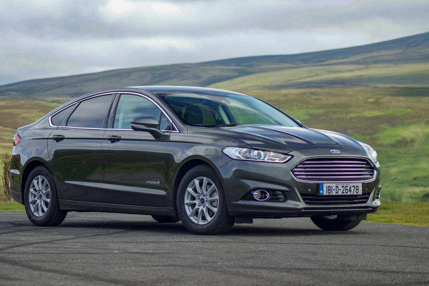 Car Reviews | Ford Mondeo Hybrid saloon (2019) | CompleteCar.ie