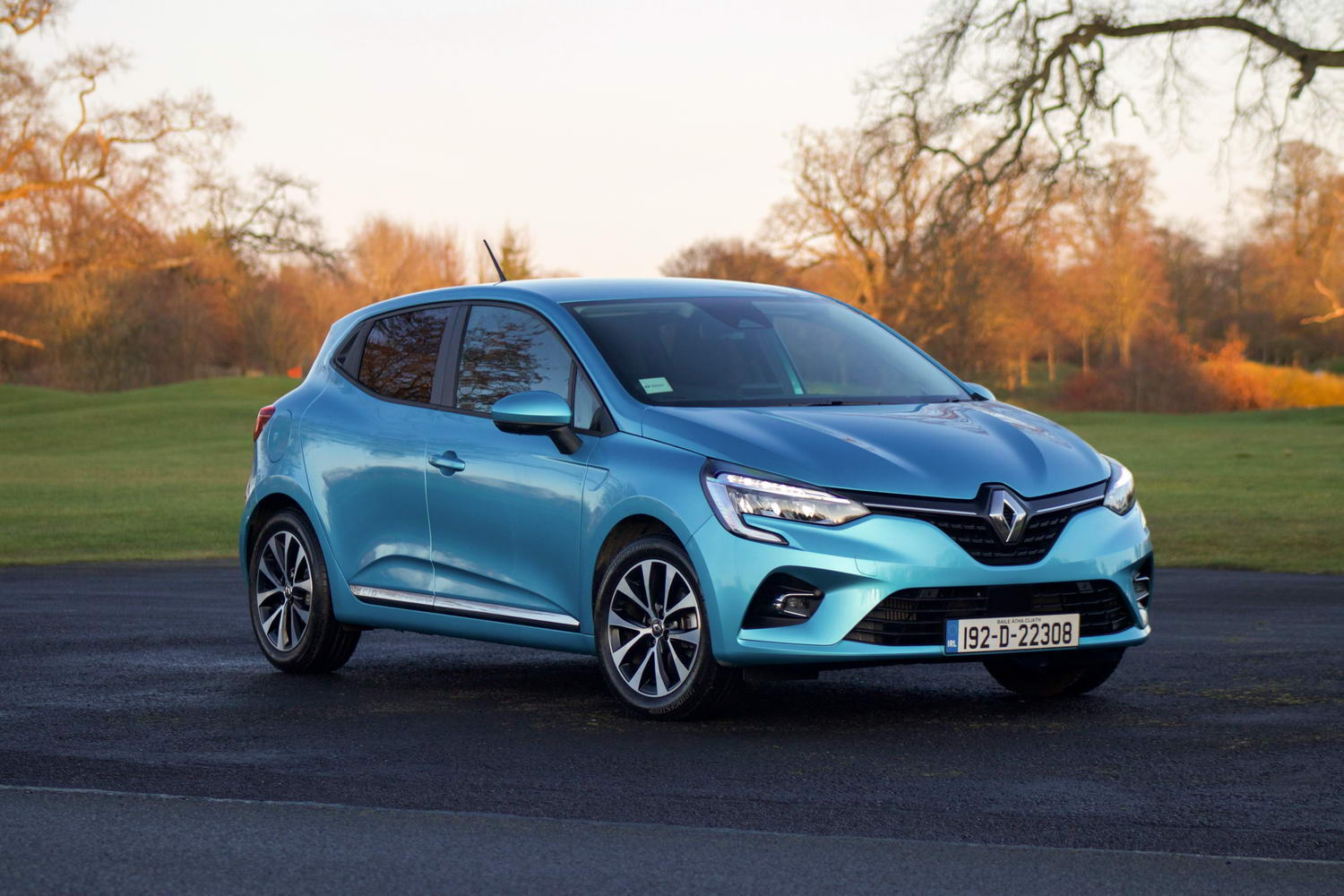 Car Reviews | Renault Clio TCe 100 (2020) | CompleteCar.ie