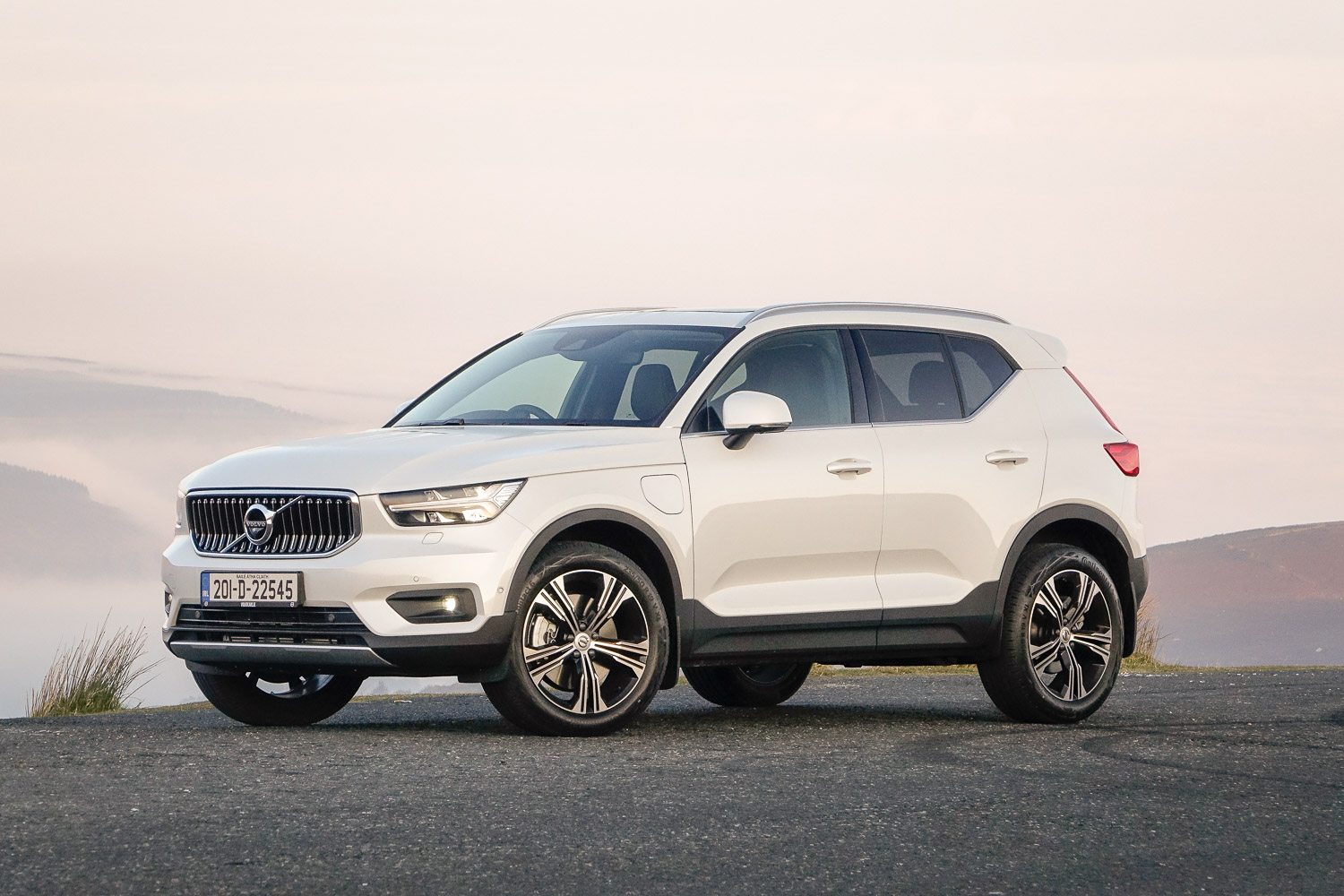 Car Reviews | Volvo XC40 T5 hybrid (2020) | CompleteCar.ie